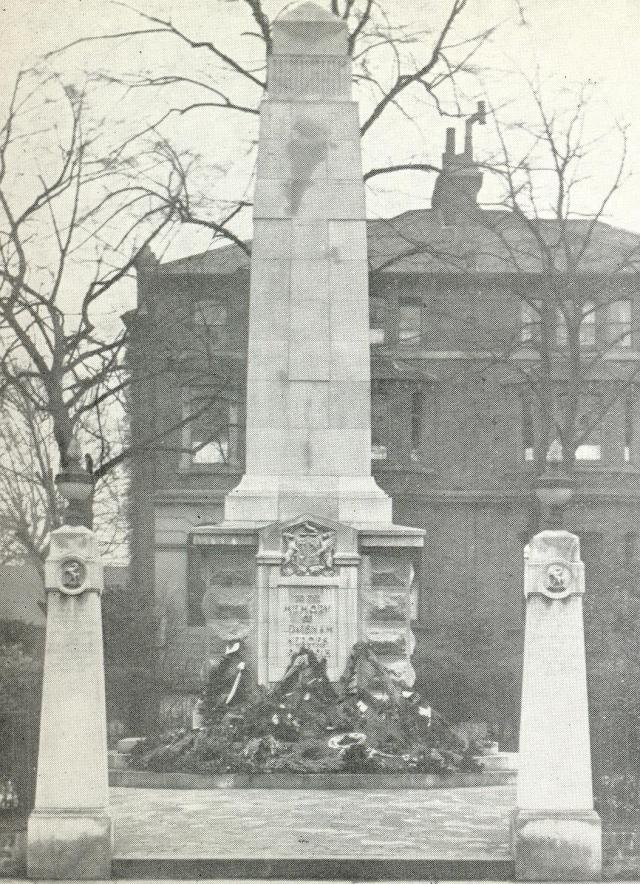 lewisham-war-memorial-with-pillars-dedicated-to-the-11th-lewisham-battalion-qs-orwk-regiment